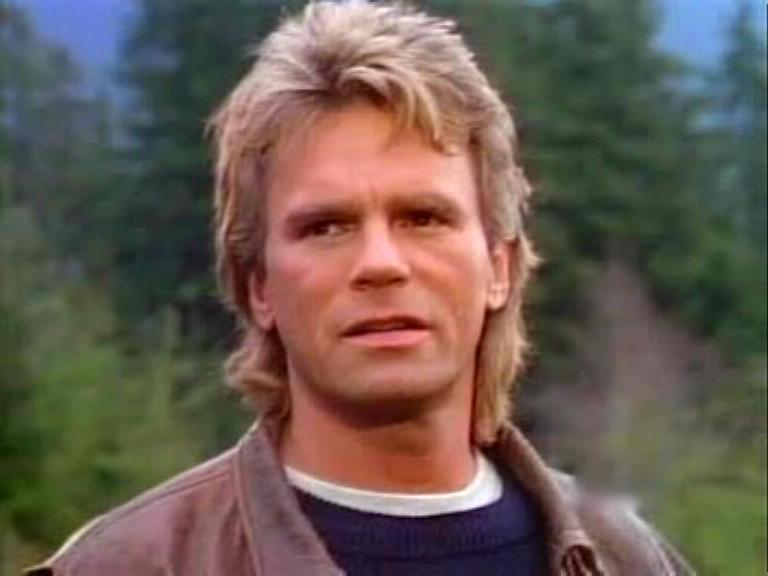 Richard Dean Anderson protagonista della serie TV  della seconda metà degli anni 80 MacGyver